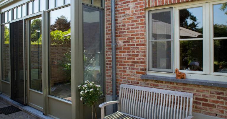 kleine veranda in kleine tuin