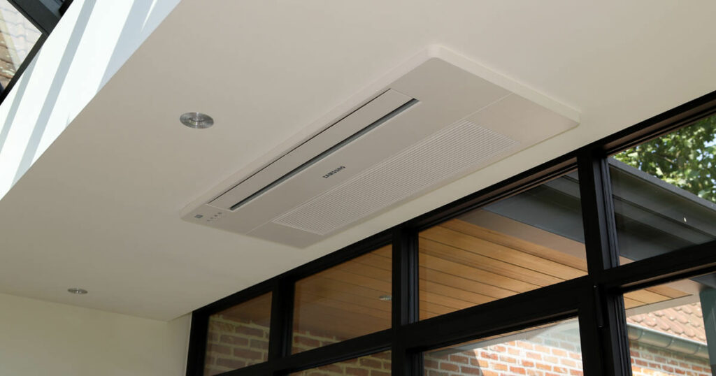 veranda met airco in het plafond ingebouwd